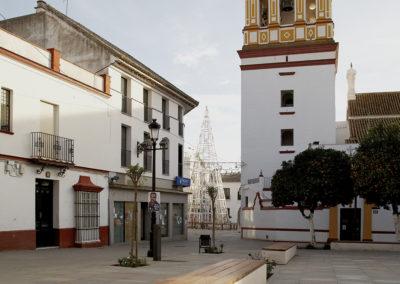 Pavimentación y mobiliario urbano en plazas de Sanlúcar la Mayor. Sevilla. Spain. SVQ Arquitectura